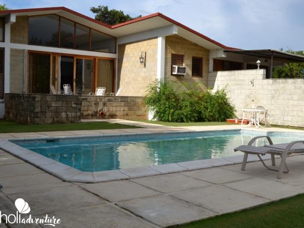 Swimming pool view - Pensión Doña Fa