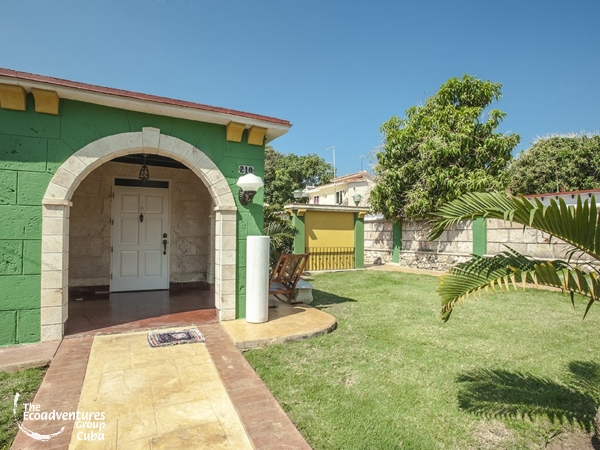 Panoramic house and garden view - Hostal Daisy's