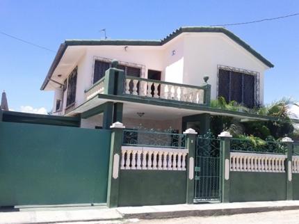 Hostal La Verde, AVENUE 18-A, No. 5705