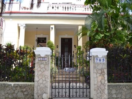 Casa de la Dra. Flora Roca, CALLE B, No. 705