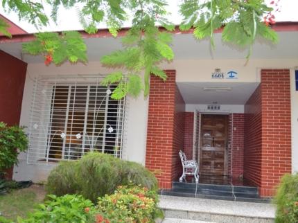 Casa Juanita y Vivian, 7ma A, No. 6604
